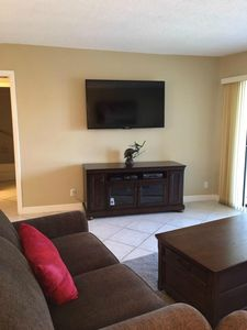beautiful new front room with a large screen TV. wifi included