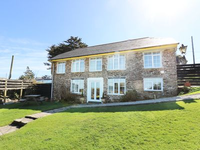 Photo for THE ROUND HOUSE, pet friendly, with a garden in Tintagel, Ref 3836