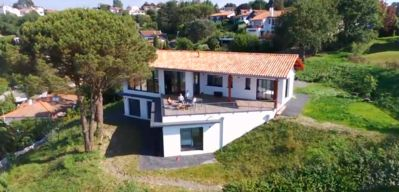 Photo for CIBOURE - HOUSE AS ON A BOAT - SEA VIEW 180 ° - 400M SOCOA BEACH