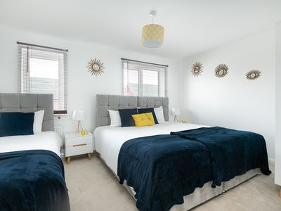Photo for KVM - Thorpe House - Free parking, 0.5 miles from City Centre, quiet location