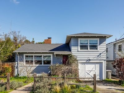 Photo for 3 Bed 2 Bath Oakland Beautiful Home