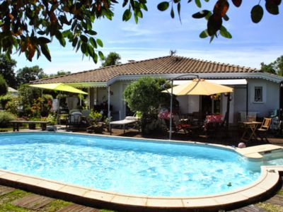 Photo for Beautiful villa with heated pool