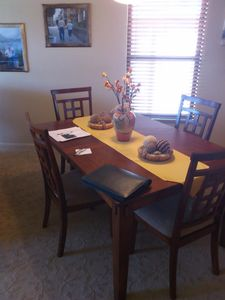 dining rm sits 8