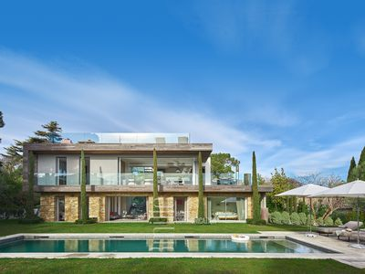 Photo for Contemporary style luxury villa with 5 bedrooms on Cap d Antibes, near the beach