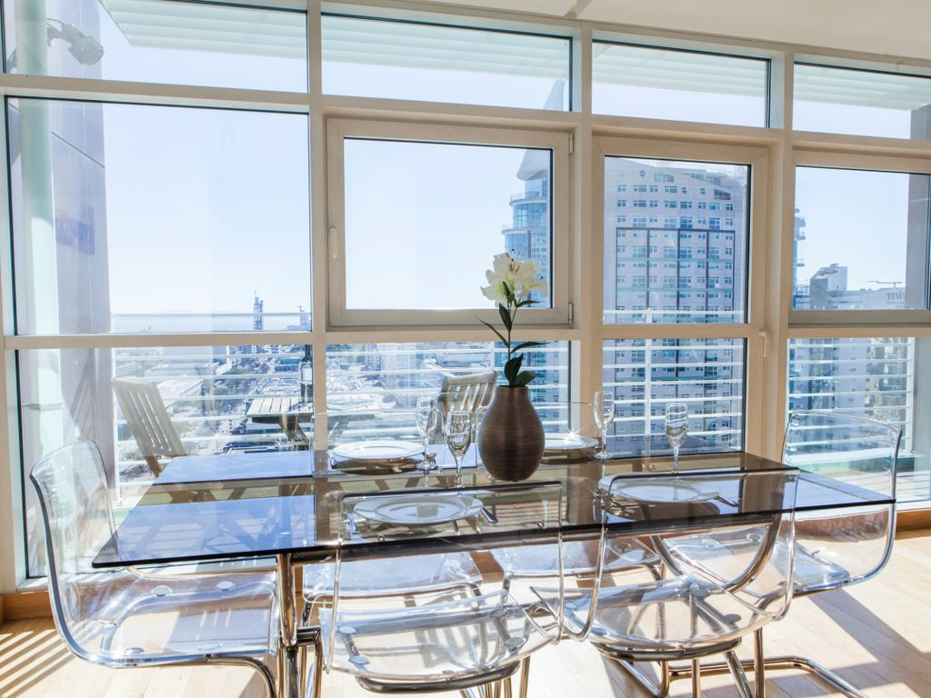 Rent4rest lisbon expo apartment 17th floor river view for 100 floors 17th floor