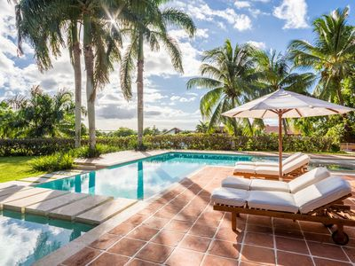 Photo for Tropical Retreat with beautiful grounds, Swimming Pool, Cook, AC, Free WIFI, Concierge