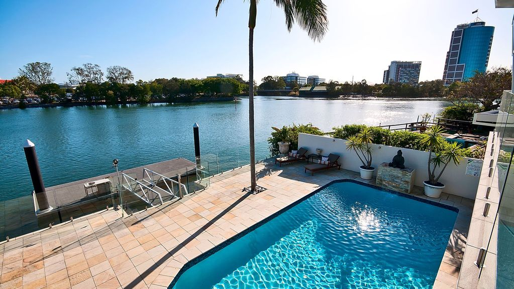 Waterfront Mansion Surfers Paradise