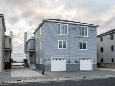 """Photo for Great """"Bayfront"""" townhouse located over the 21st Street bridge with great bayviews"""