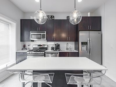 Photo for Modern 3 bedroom in Heart of Wrigleyville