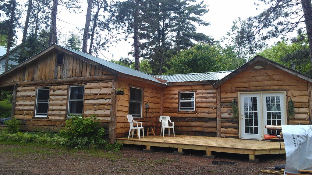 Here are a few fishing cabins on a fishing lake w comp for Fishing cabin rentals wisconsin
