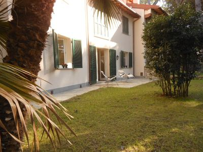Photo for Villa immersed in the green Mediterranean pine forest a few steps from the sea