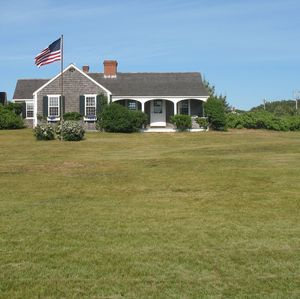 Photo for Charming Nantucket Cottage