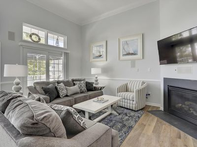 Photo for Pet-Friendly Townhome | Indoor Pool and Free Linens!