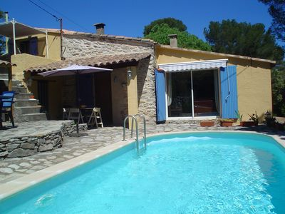 Photo for Villa nimoise in scrubland with pool