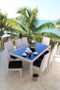 Photo for Top-floor beachfront apartment with sea views, Wifi/cable/AC, near everything
