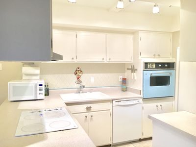 Photo for Perfectly located, charming 2 bdrm 3 bath townhome w/pool right outside the door