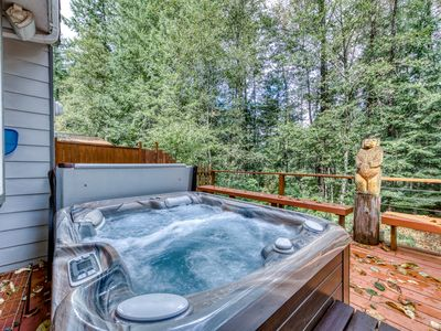 Photo for Spacious, updated home w/ a private hot tub & Sandy River access!