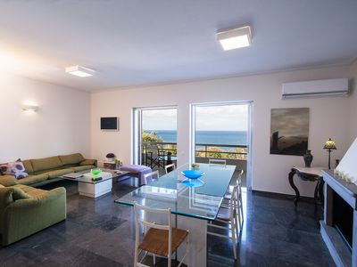Photo for Sunset House in Anavissos at Mavro Lithari • 150 m from the beach with sea view.
