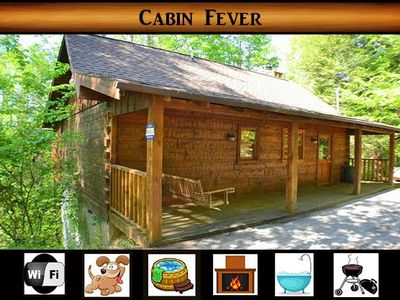 Photo for Cabin Fever} Pet Friendly \ Minutes to Pigeon Forge \ Hot Tub \ Wifi