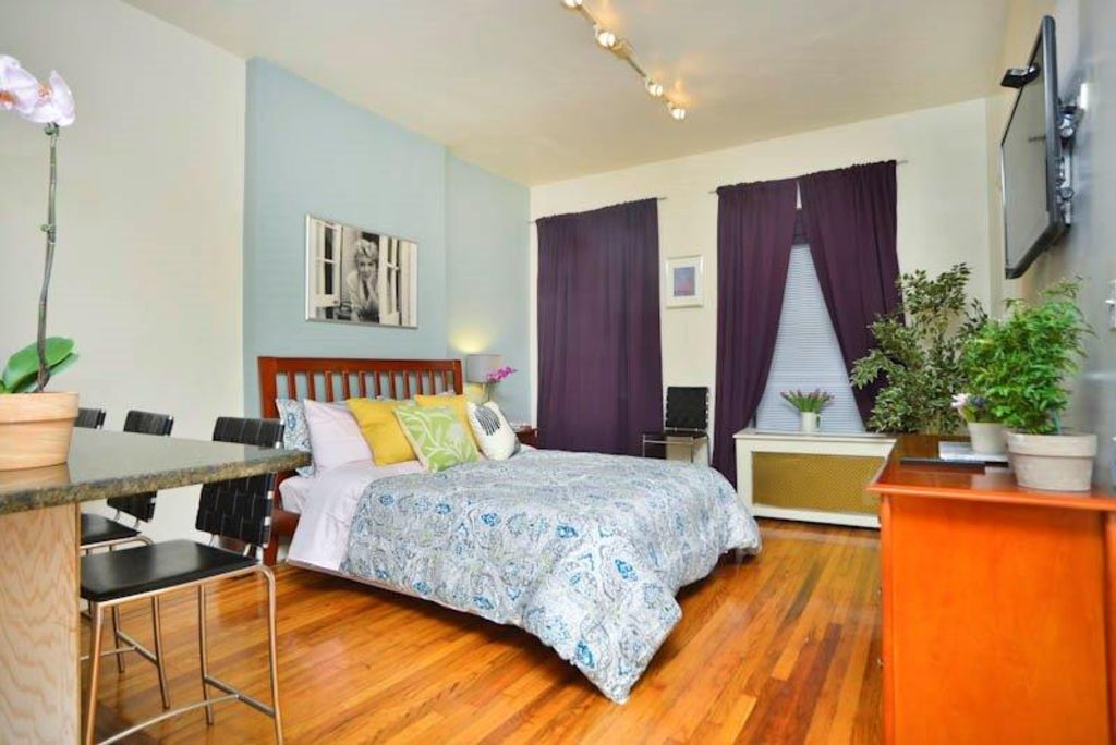 Studio Apartment Queen Bed pizzazz* terrific studio apartment - homeaway upper east side