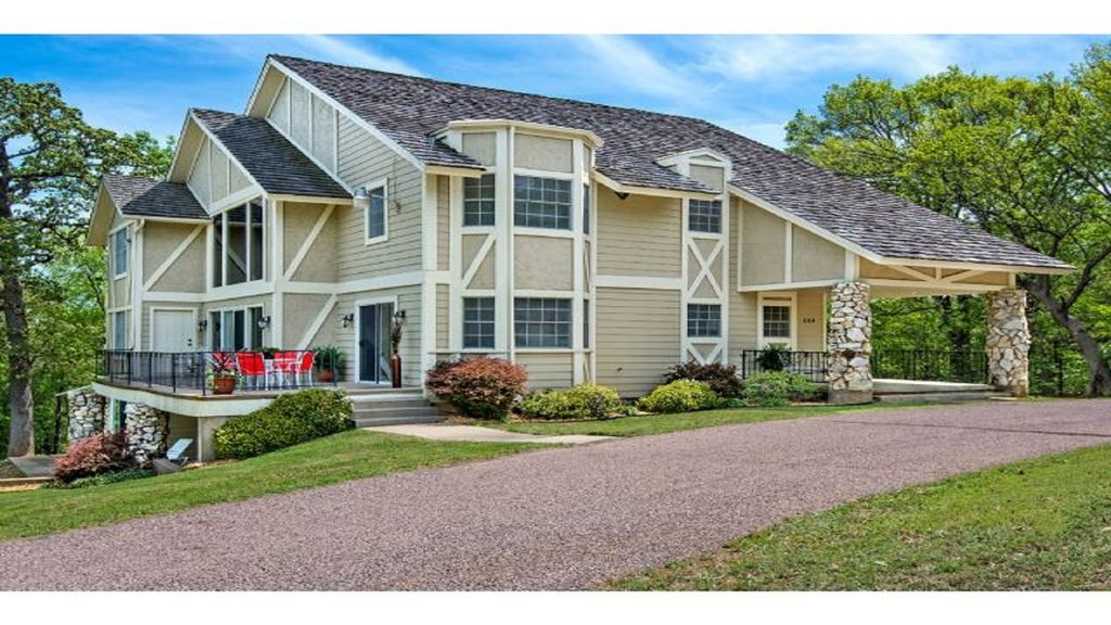 Lake texoma 39 s finest luxury vacation rental homeaway for Lake texoma cabins with hot tub