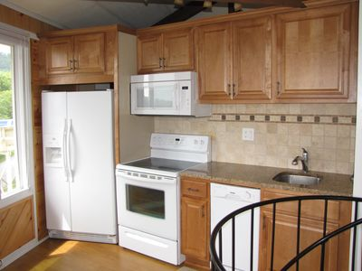 Fully-equipped kitchen with granite