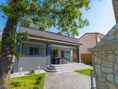 Photo for Modern holiday home with private pool and mountain view !