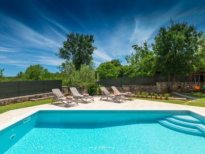 Photo for Completely restored villa with pool in Barban