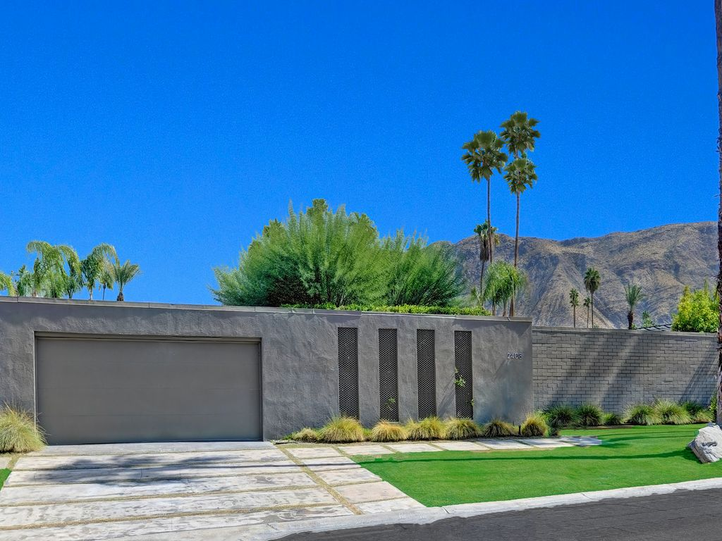 5 Bedroom South Palm Springs Home