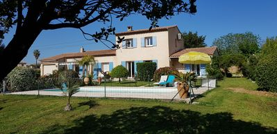 Photo for Farmhouse provencal of standing with swimming pool made safe in large paysagé garden
