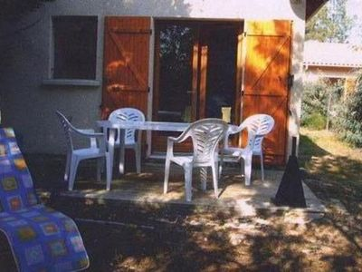 Photo for Villa 4 p family or lovers Quiet area / garden / parking fenced / Sea 950