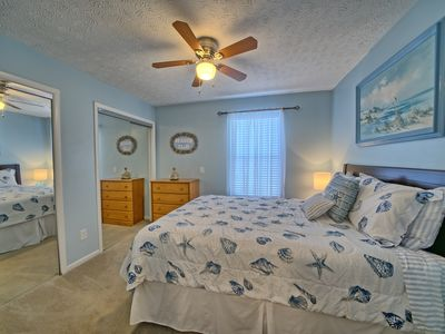 Photo for Elegant, Fully Furnished 1 bedroom, Near Capt.Anderson's, 2 miles from beach.