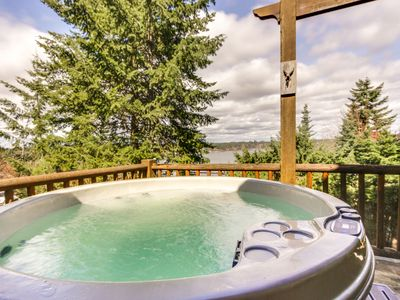 Photo for Spacious home w/ private hot tub near the lake, town, and amusement park