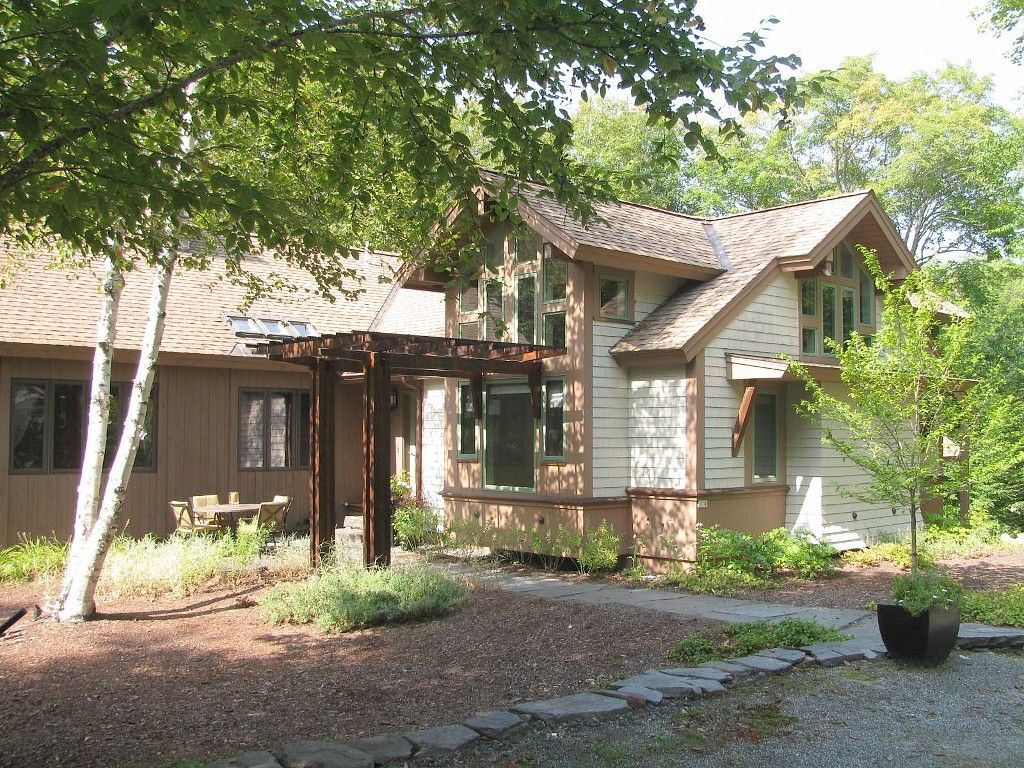 LUXURY GETAWAY IN NEW HAMPSHIRES PREMIER VACATION AREA 4