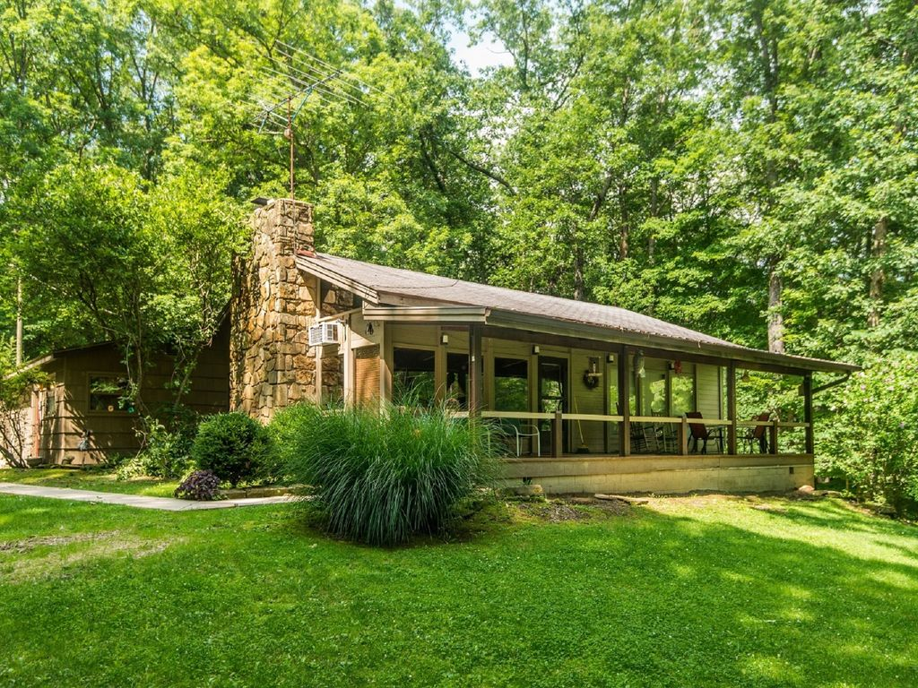 Property Image#1 Redwood Cabin In Beautiful Brown County, Indiana
