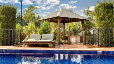 Photo for Mt Martha - Outdoor Paradise - pool, tennis, gym.