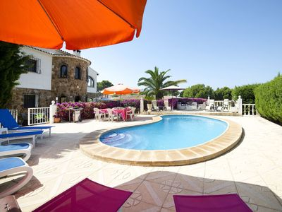 Photo for Beautiful private villa for 12 guests with WIFI, private pool, A/C, TV, pets allowed and parking