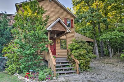 This cabin home provides 1 bedroom, 2 bathrooms and all the comforts of home.