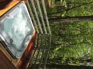 NEW Hot Tub! Hi-Speed WiFi FIREPIT! Hiking Trail off Property! 60 HDTV Cozy 4BR