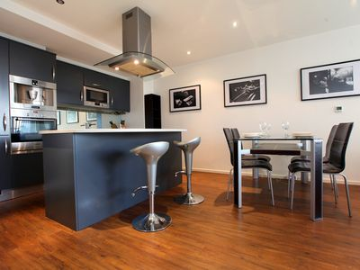 Photo for A stylish 2 bedroom apartment in London's Docklands for up to 6 people.