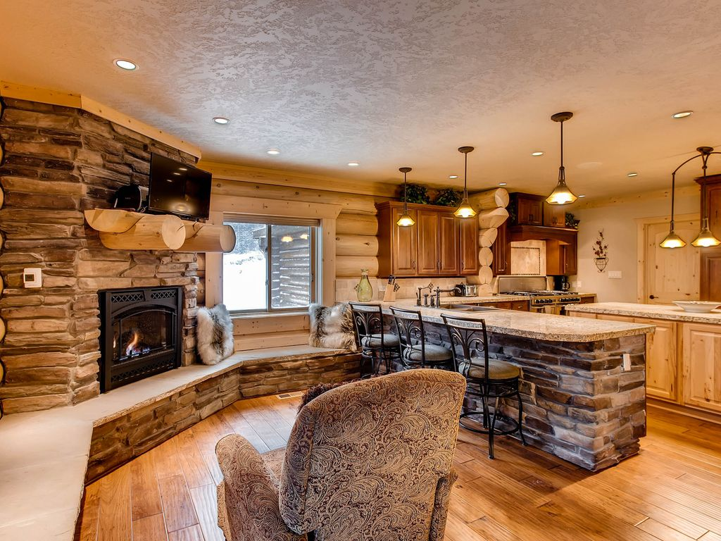 The Great Escape 5 Bedroom 4 Bath Game Room Hot Tub And Bar Sleeps Up To 18 Alma South