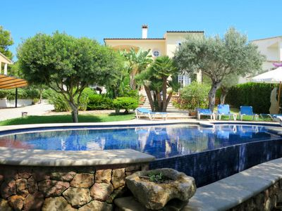 Photo for 4 bedroom Villa, sleeps 8 in Alcanada with Pool, Air Con and WiFi