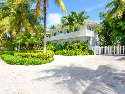 Photo for Tropical Paradise in Venetian Shores.  Luxury Heated Pool / Spa, 4 Bikes & Kayak