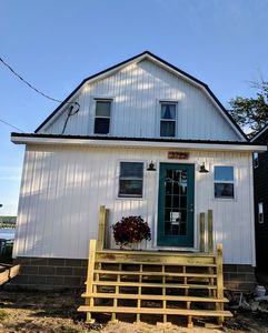 Beautiful lakefront cottage on Chautauqua Lake in a quiet setting!