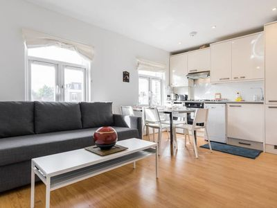Photo for Airy and modern 2 bed flat in Marylebone