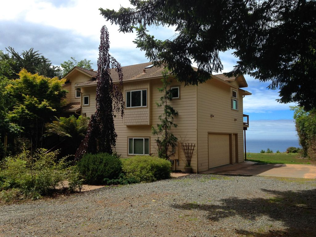 Pacific Overlook: Private, Spacious Home W... - VRBO