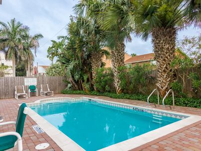 Photo for Charming condo w/ shared pool, balcony - Close to beach!