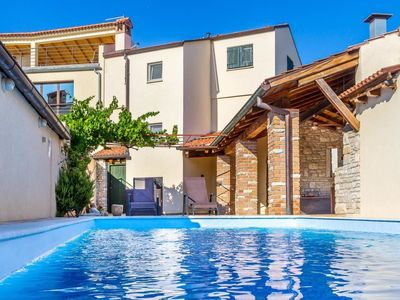 Photo for 2 bedroom Villa, sleeps 6 in Medulin with Pool, Air Con and WiFi