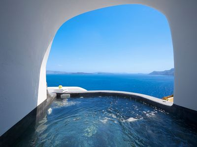Photo for Graceful Villa with Caldera View-Outdoor Hot Tub - Breakfast Ink