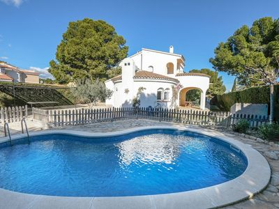 Photo for Wonderful private villa for 10 guests with WIFI, private pool, TV, balcony, pets allowed and par...